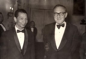 Bui Diem with Henry Kissinger